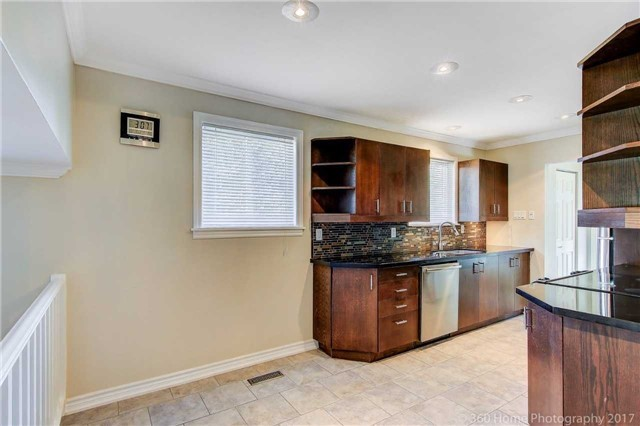 Detached at 410 Roywood Cres, Newmarket, Ontario. Image 18