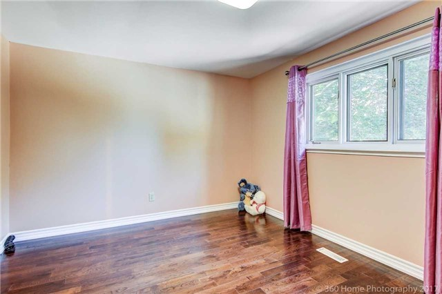 Detached at 410 Roywood Cres, Newmarket, Ontario. Image 19