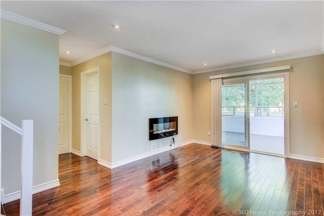 Detached at 410 Roywood Cres, Newmarket, Ontario. Image 3