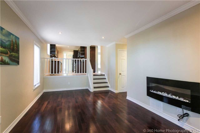 Detached at 410 Roywood Cres, Newmarket, Ontario. Image 5