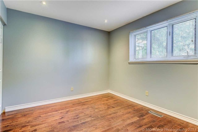 Detached at 410 Roywood Cres, Newmarket, Ontario. Image 6