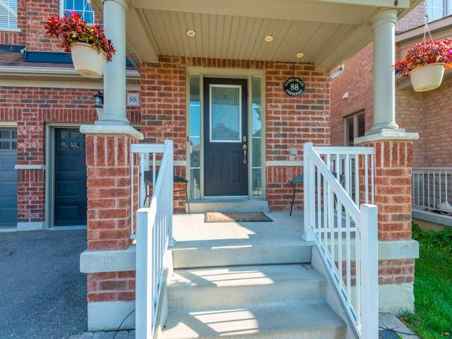 Semi-detached at 88 Cabin Trail Cres, Whitchurch-Stouffville, Ontario. Image 12