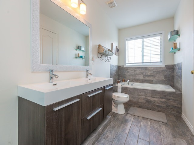 Semi-detached at 88 Cabin Trail Cres, Whitchurch-Stouffville, Ontario. Image 5