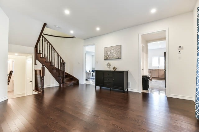 Detached at 64 Manor Forest Rd, East Gwillimbury, Ontario. Image 15