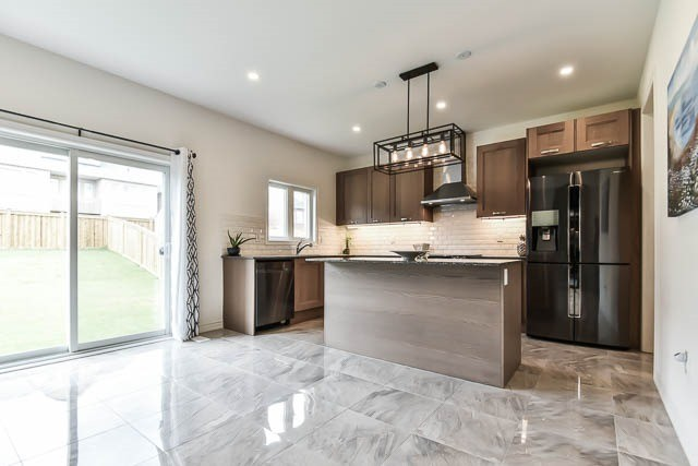Detached at 64 Manor Forest Rd, East Gwillimbury, Ontario. Image 16