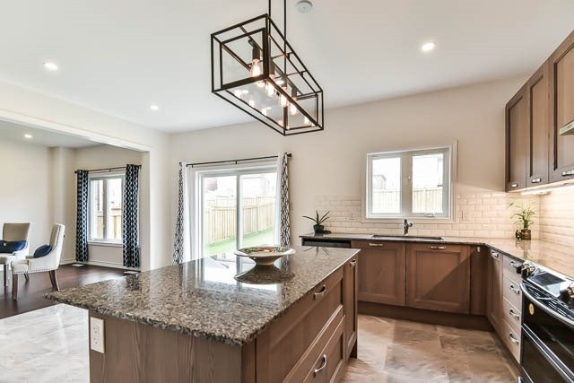 Detached at 64 Manor Forest Rd, East Gwillimbury, Ontario. Image 17