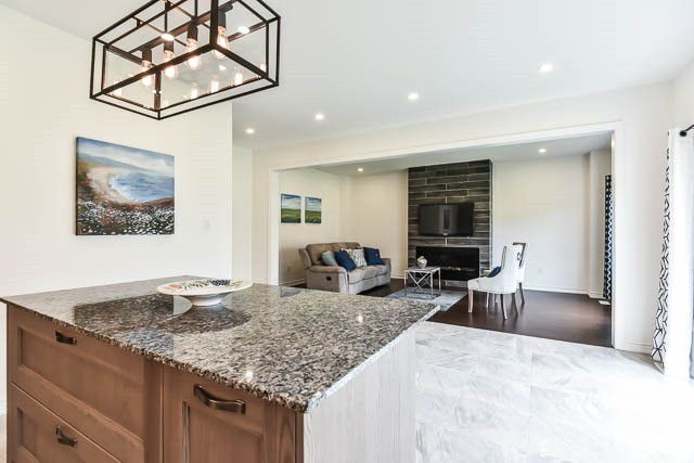 Detached at 64 Manor Forest Rd, East Gwillimbury, Ontario. Image 19