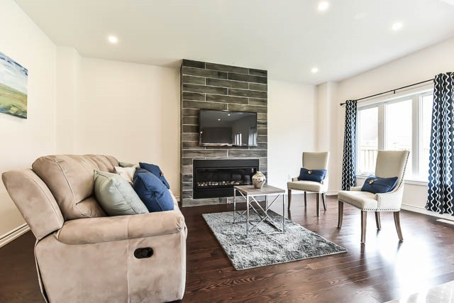 Detached at 64 Manor Forest Rd, East Gwillimbury, Ontario. Image 20