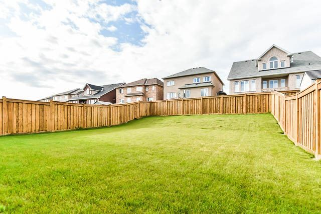 Detached at 64 Manor Forest Rd, East Gwillimbury, Ontario. Image 11