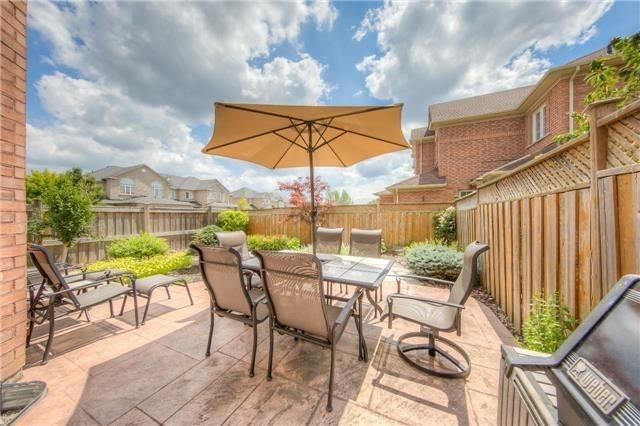 Townhouse at 17 Naughton Dr, Richmond Hill, Ontario. Image 9