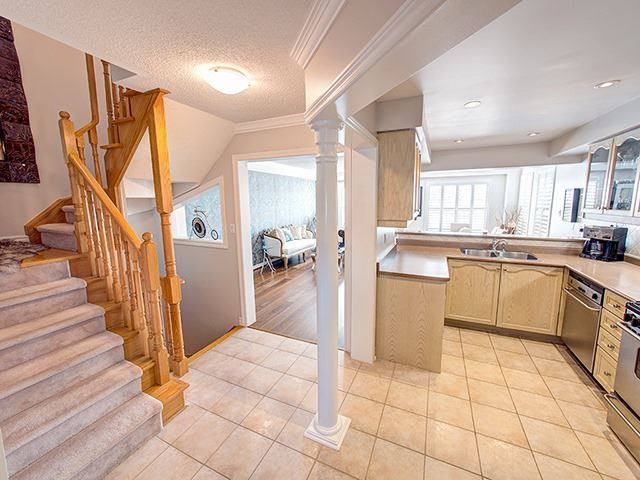 Townhouse at 94 Milloy Pl, Aurora, Ontario. Image 12