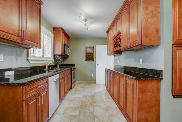 Detached at 67 May Ave, East Gwillimbury, Ontario. Image 17