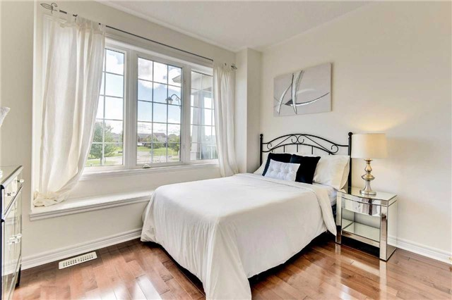 Detached at 20 Augustine Ave, Richmond Hill, Ontario. Image 5