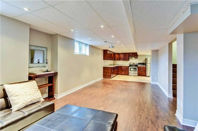 Detached at 20 Augustine Ave, Richmond Hill, Ontario. Image 6