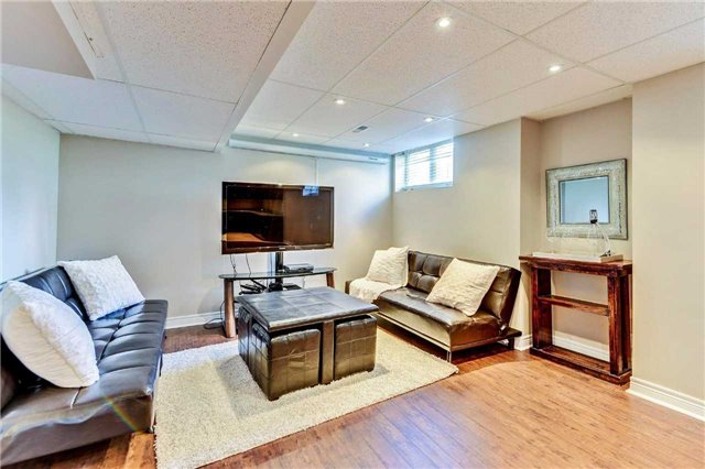 Detached at 20 Augustine Ave, Richmond Hill, Ontario. Image 7