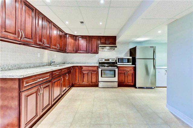 Detached at 20 Augustine Ave, Richmond Hill, Ontario. Image 8
