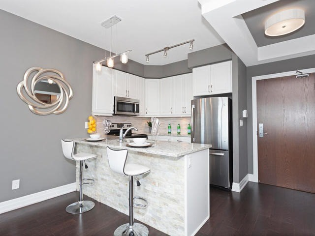 Condo Apartment at 111 Civic Square Gate, Unit 421, Aurora, Ontario. Image 12