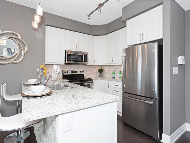 Condo Apartment at 111 Civic Square Gate, Unit 421, Aurora, Ontario. Image 15