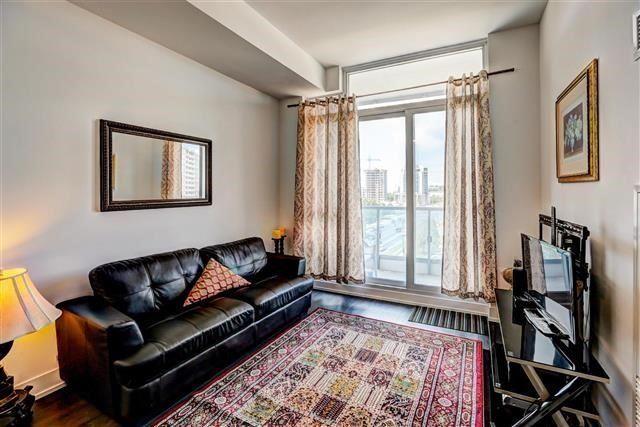Condo Apartment at 9471 Yonge St, Unit 709, Richmond Hill, Ontario. Image 2