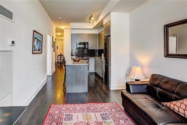 Condo Apartment at 9471 Yonge St, Unit 709, Richmond Hill, Ontario. Image 3