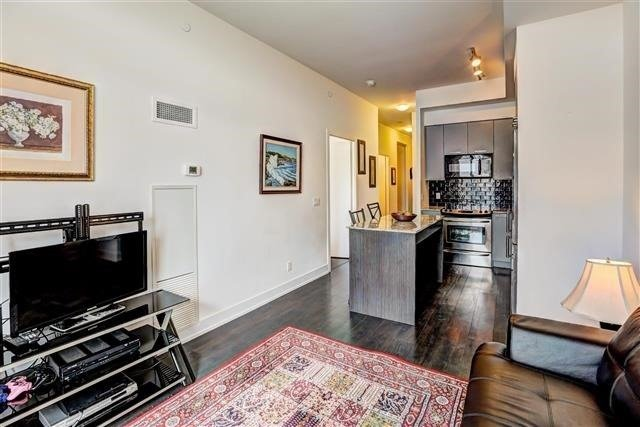 Condo Apartment at 9471 Yonge St, Unit 709, Richmond Hill, Ontario. Image 4