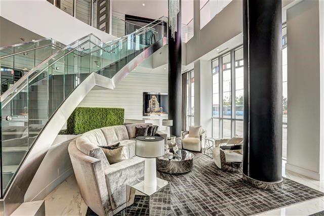 Condo Apartment at 9471 Yonge St, Unit 709, Richmond Hill, Ontario. Image 9