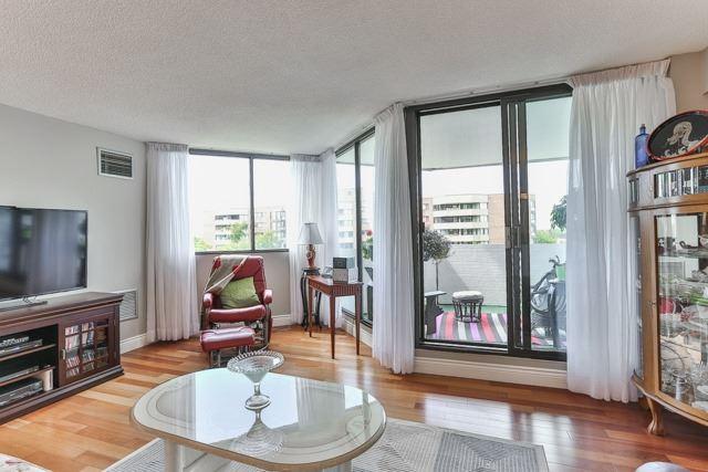 Condo Apartment at 50 Baif Blvd, Unit 604, Richmond Hill, Ontario. Image 14