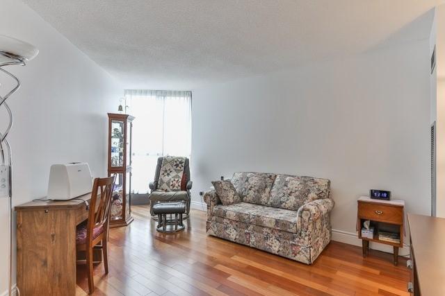 Condo Apartment at 50 Baif Blvd, Unit 604, Richmond Hill, Ontario. Image 3