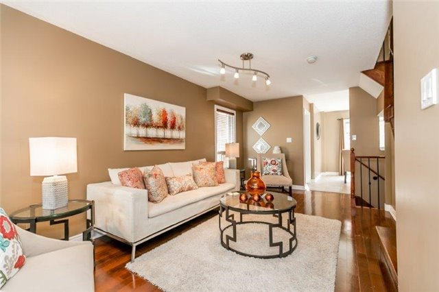 Semi-detached at 99 Gail Parks Cres, Newmarket, Ontario. Image 4