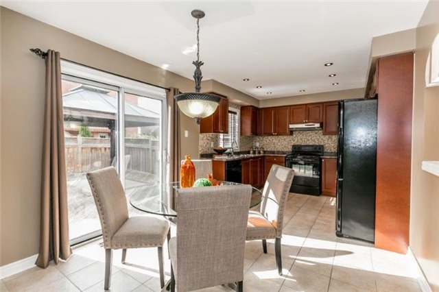 Semi-detached at 99 Gail Parks Cres, Newmarket, Ontario. Image 6