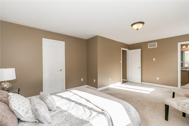 Semi-detached at 99 Gail Parks Cres, Newmarket, Ontario. Image 10