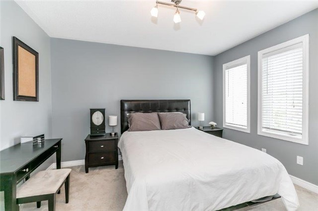 Semi-detached at 99 Gail Parks Cres, Newmarket, Ontario. Image 11