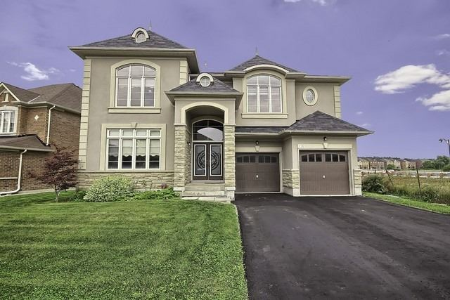 Detached at 82 Cosford St, Aurora, Ontario. Image 12