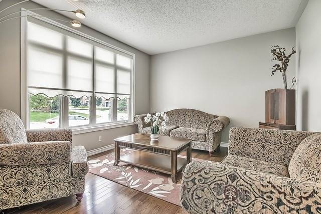 Detached at 82 Cosford St, Aurora, Ontario. Image 15