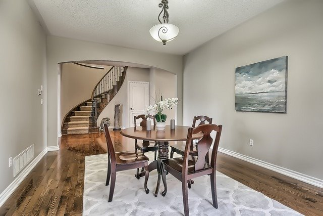Detached at 82 Cosford St, Aurora, Ontario. Image 16