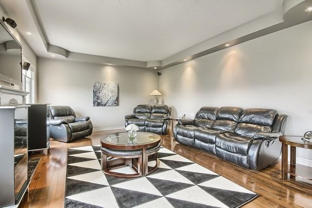 Detached at 82 Cosford St, Aurora, Ontario. Image 2
