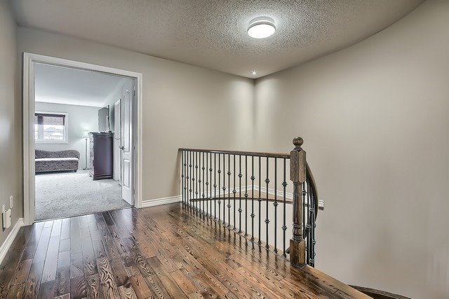 Detached at 82 Cosford St, Aurora, Ontario. Image 3
