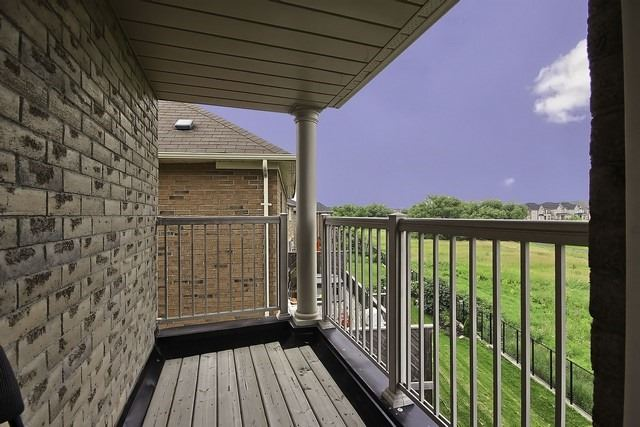 Detached at 82 Cosford St, Aurora, Ontario. Image 8