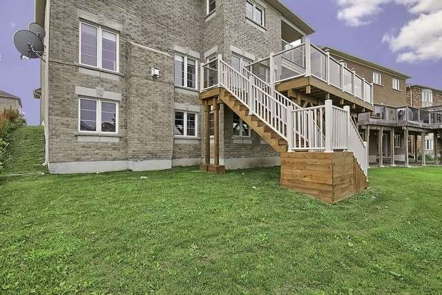 Detached at 82 Cosford St, Aurora, Ontario. Image 10