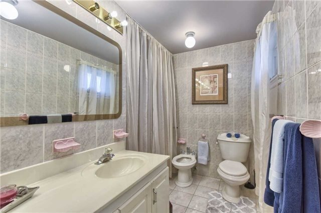 Detached at 63 Hillside Ave, Vaughan, Ontario. Image 17