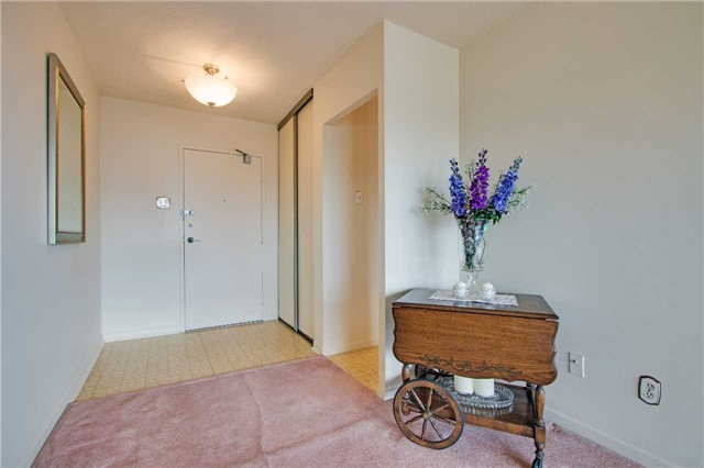 Condo Apartment at 8111 Yonge St, Unit 1002, Markham, Ontario. Image 12