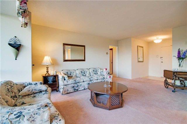 Condo Apartment at 8111 Yonge St, Unit 1002, Markham, Ontario. Image 14