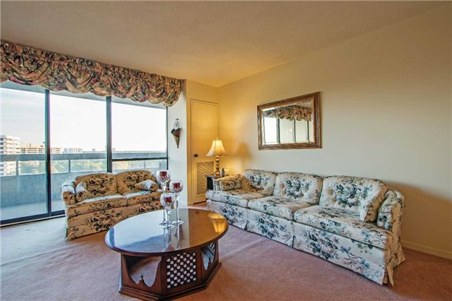Condo Apartment at 8111 Yonge St, Unit 1002, Markham, Ontario. Image 15