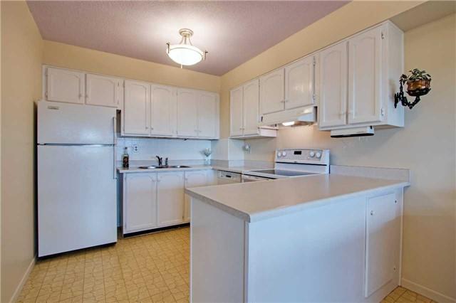 Condo Apartment at 8111 Yonge St, Unit 1002, Markham, Ontario. Image 16