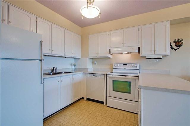 Condo Apartment at 8111 Yonge St, Unit 1002, Markham, Ontario. Image 17