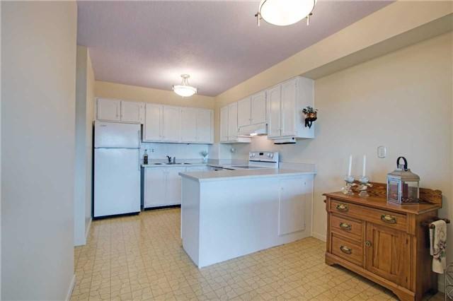 Condo Apartment at 8111 Yonge St, Unit 1002, Markham, Ontario. Image 18