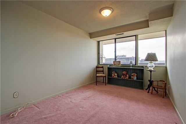 Condo Apartment at 8111 Yonge St, Unit 1002, Markham, Ontario. Image 5