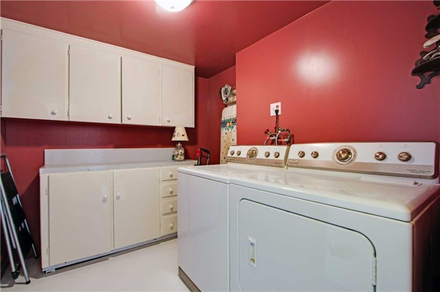 Condo Apartment at 8111 Yonge St, Unit 1002, Markham, Ontario. Image 8