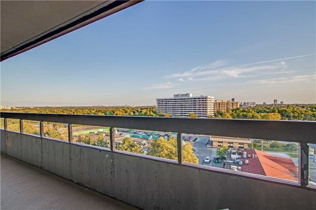 Condo Apartment at 8111 Yonge St, Unit 1002, Markham, Ontario. Image 9