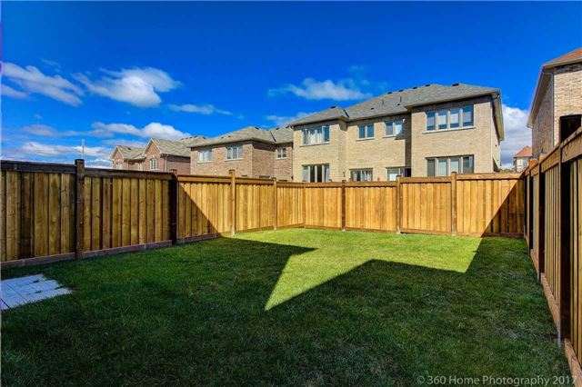 Semi-detached at 713 Yarfield Cres, Newmarket, Ontario. Image 12